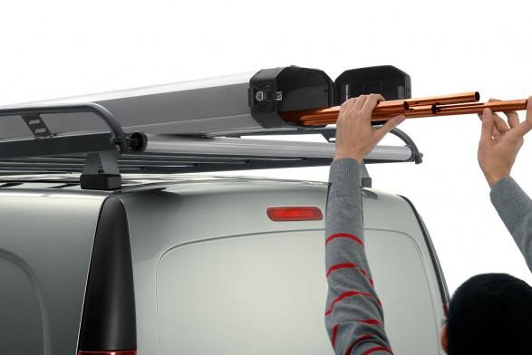 Aluminium roof rack with roller