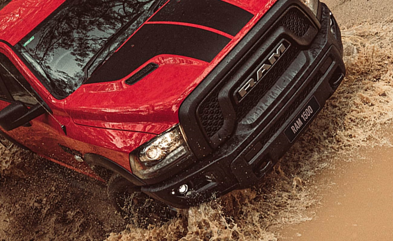 RAM REBEL ® GRILLE & SPORTS HOOD WITH DECALS